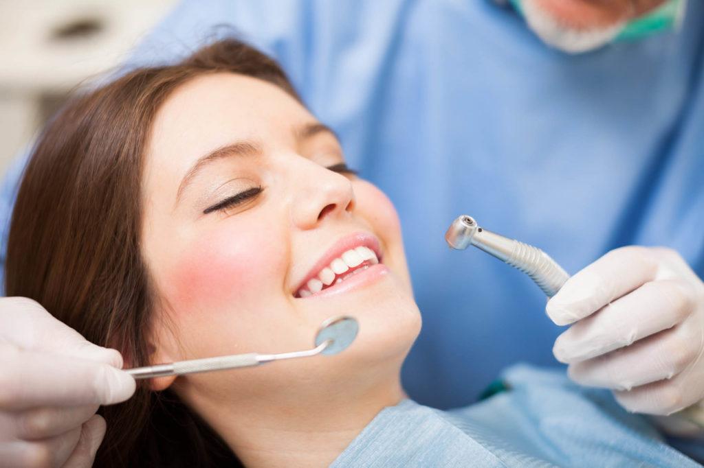 Prenez rendez-vous avec nos dentistes dans notre Centre dentaire à Bruxelles